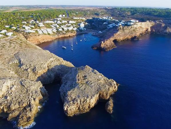 Propiedad en primera línea en Cala Morell – Menorca para reformar!!