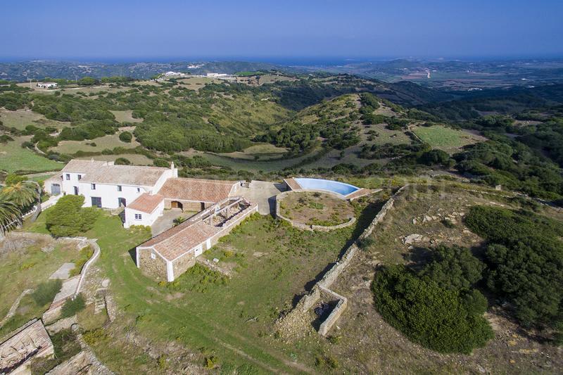 Finca rústica en Menorca con vistas al campo y al mar