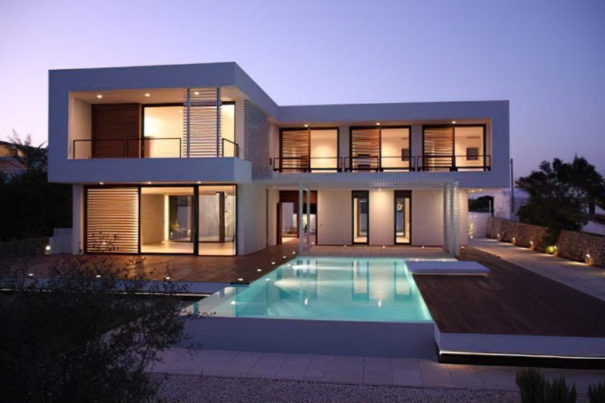 Mediterranean architecture in front-line position