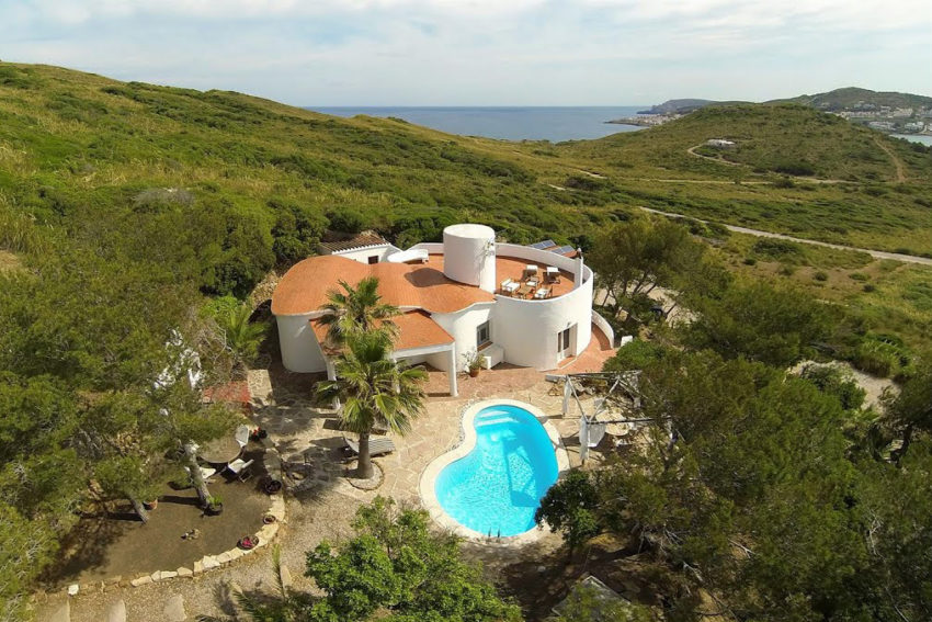 Menorca: Property next to the beach for only 450,000€!