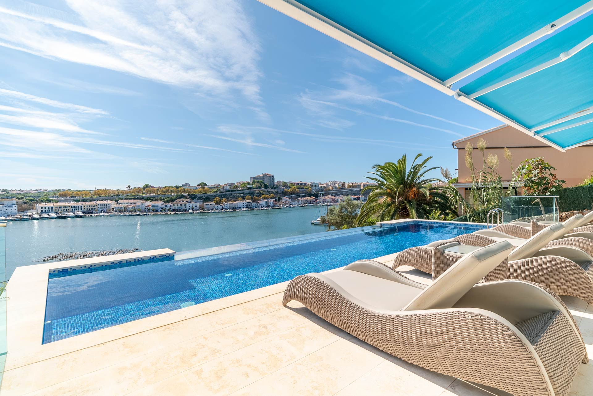 Maisons de luxe dans le port de Mahon